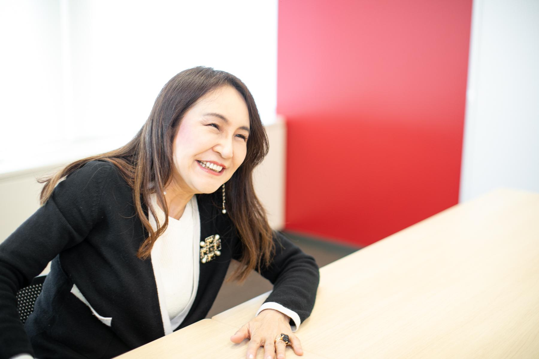 干場弓子さん笑顔2