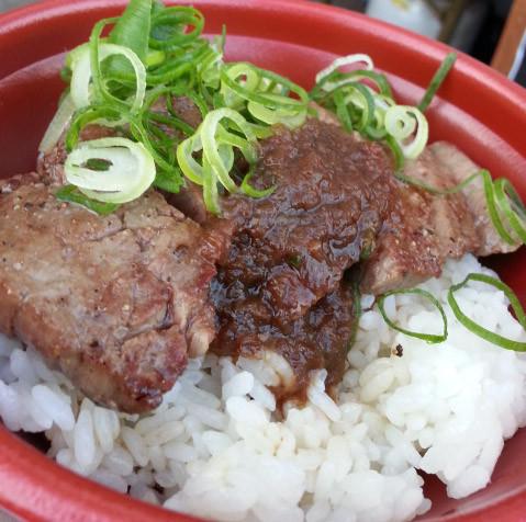 ノエビアスタジアム神戸のスタグル「神戸牛ステーキ丼(別格希少部位)」