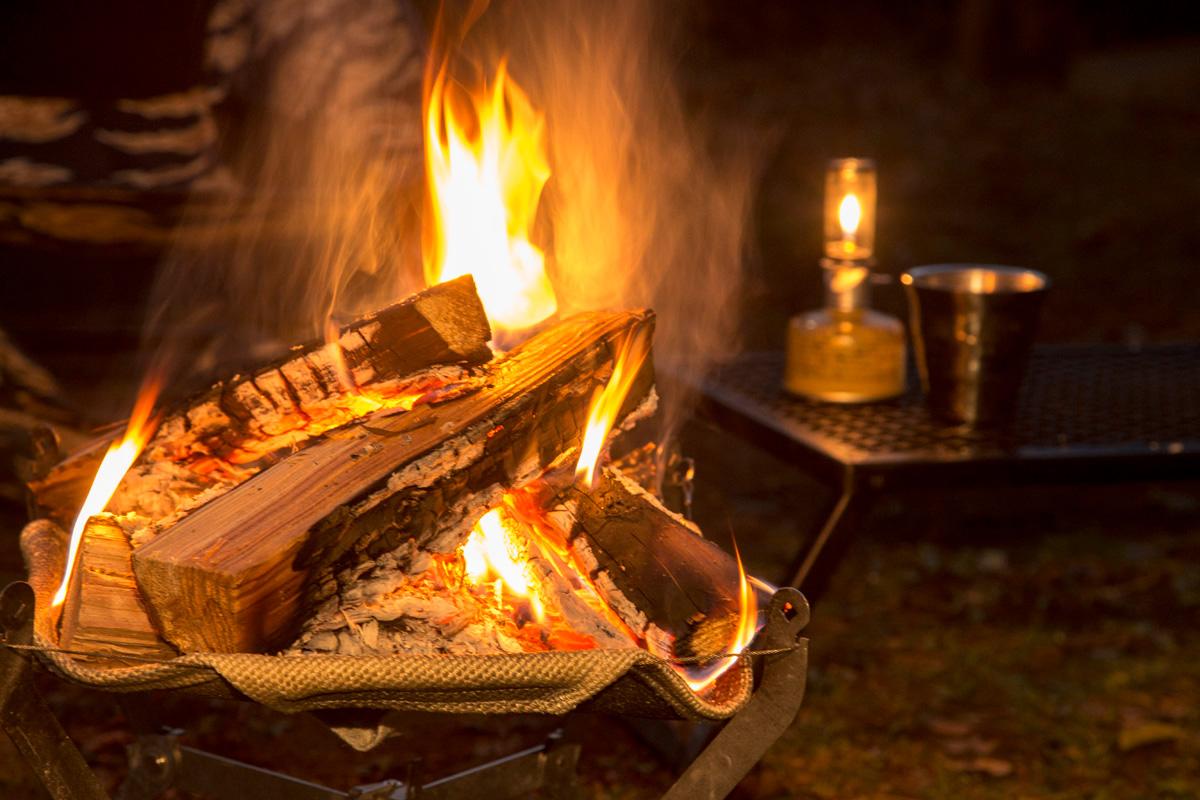 ソロキャンでは特に火の始末に要注意。火をつけている間は目を離さないこと