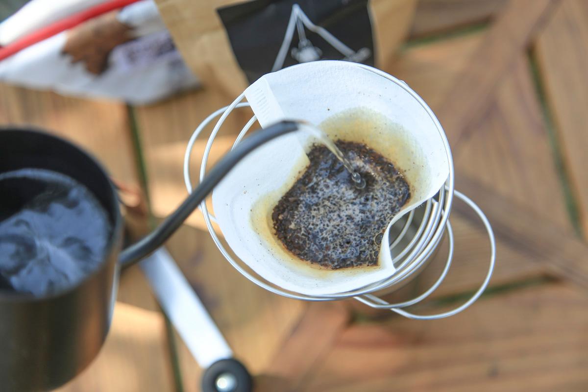 ソロキャンも出かけるのが難しければ、お庭でおいしいコーヒーを淹れてもいい