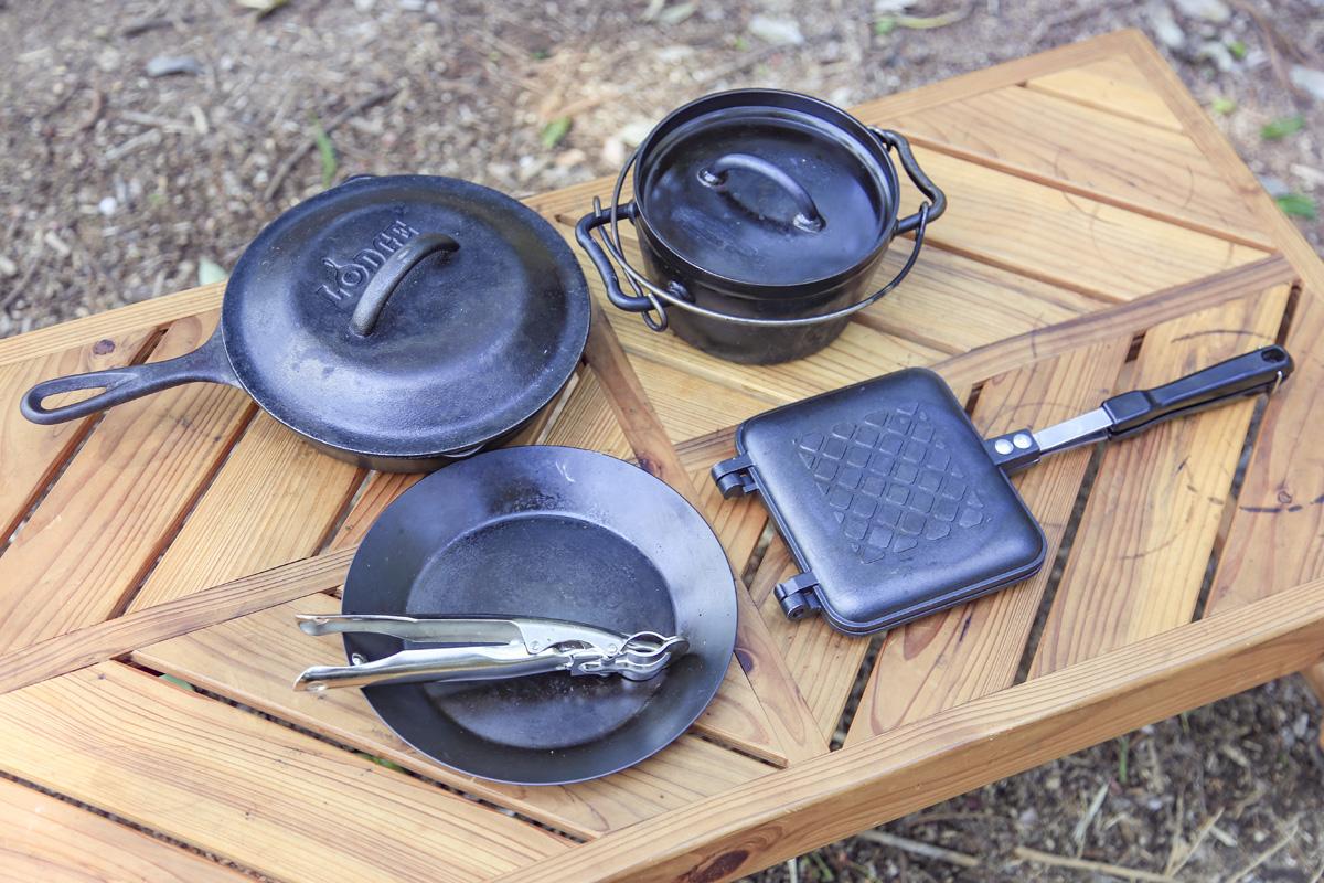 ダッチオーブン、スキレット、ホットサンドメーカーがあるとキャンプ料理をさらに楽しめる