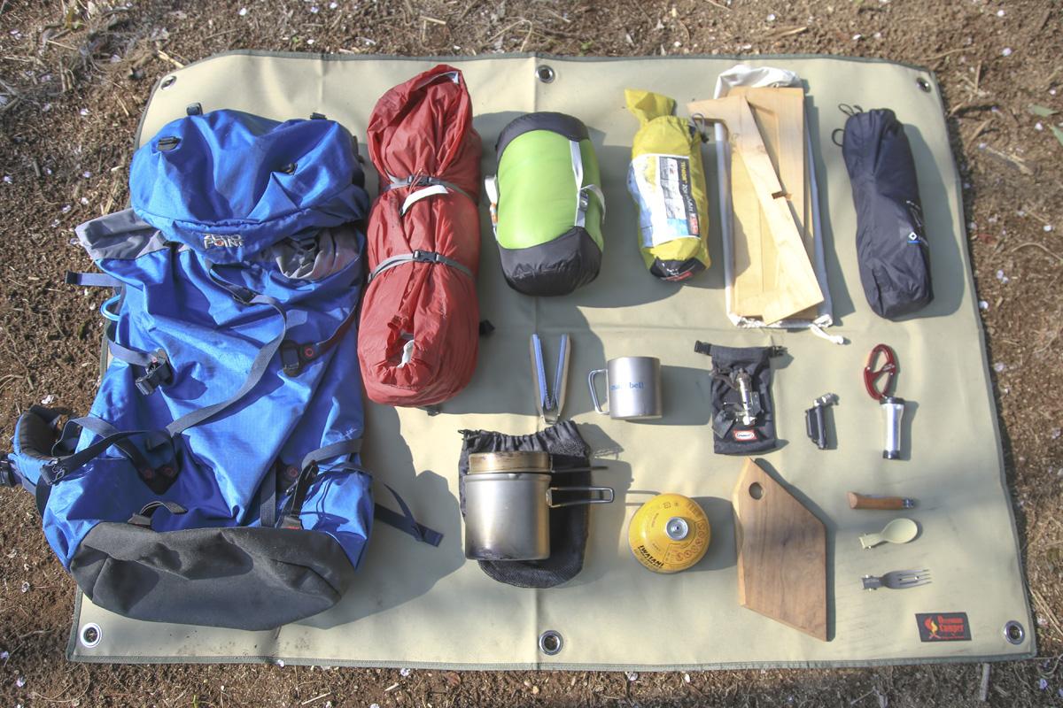 徒歩キャンパーの基本装備。持っていく道具は最小限かつコンパクトに