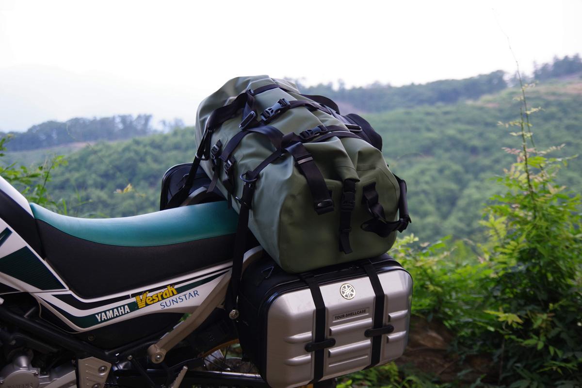 バイクの積載に適したバッグを使ってキャンプギアを収納