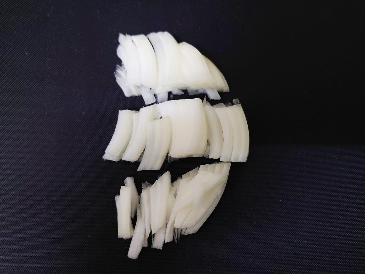 キャベツポリヤルの作り方2。玉ねぎもカット