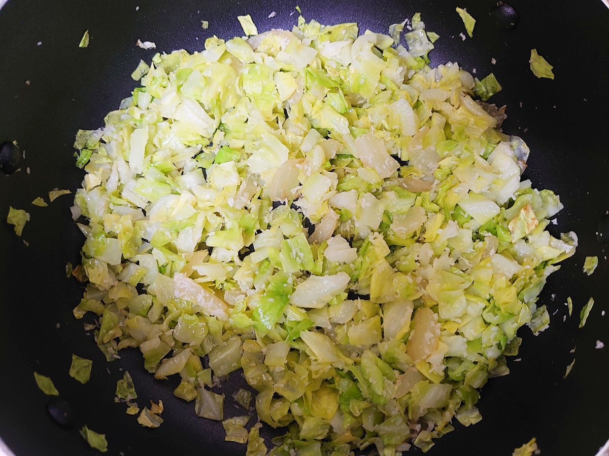 キャベツポリヤルの作り方5。最後に塩で味をととのえて完成