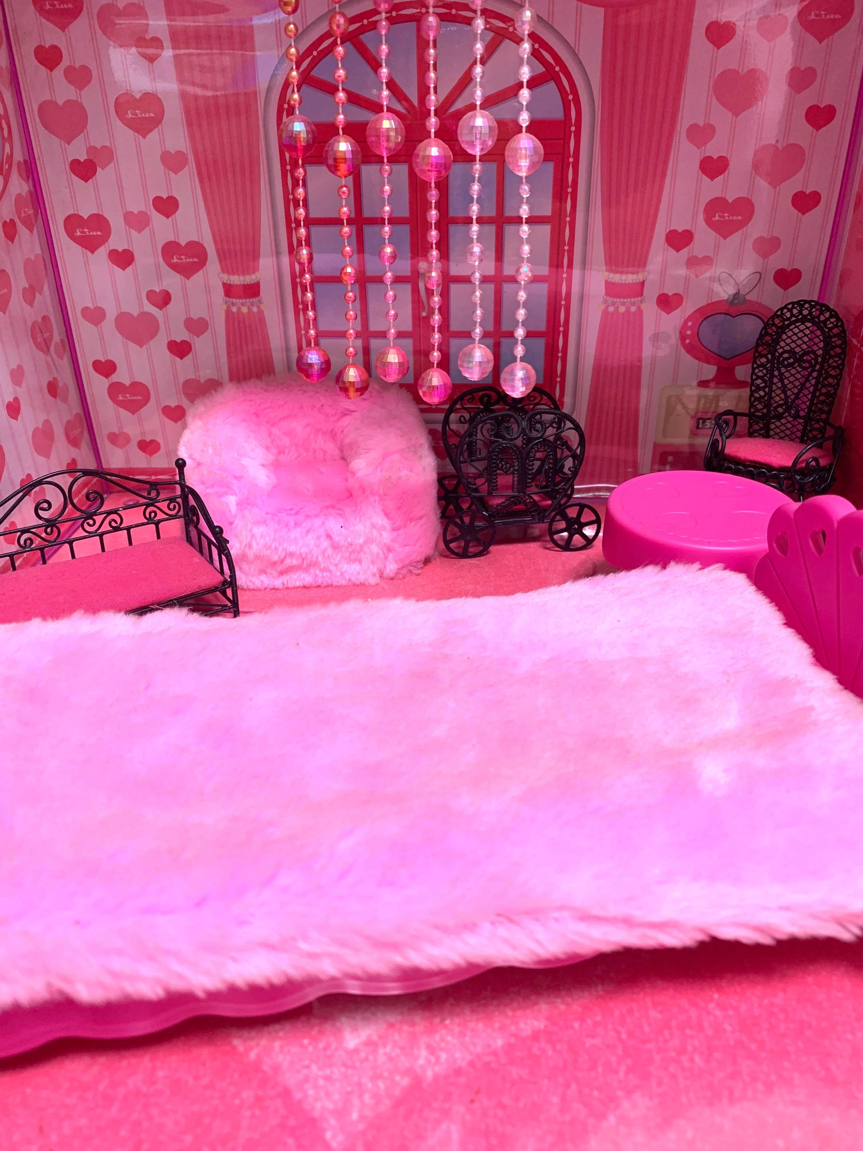 ピンクのワンルーム