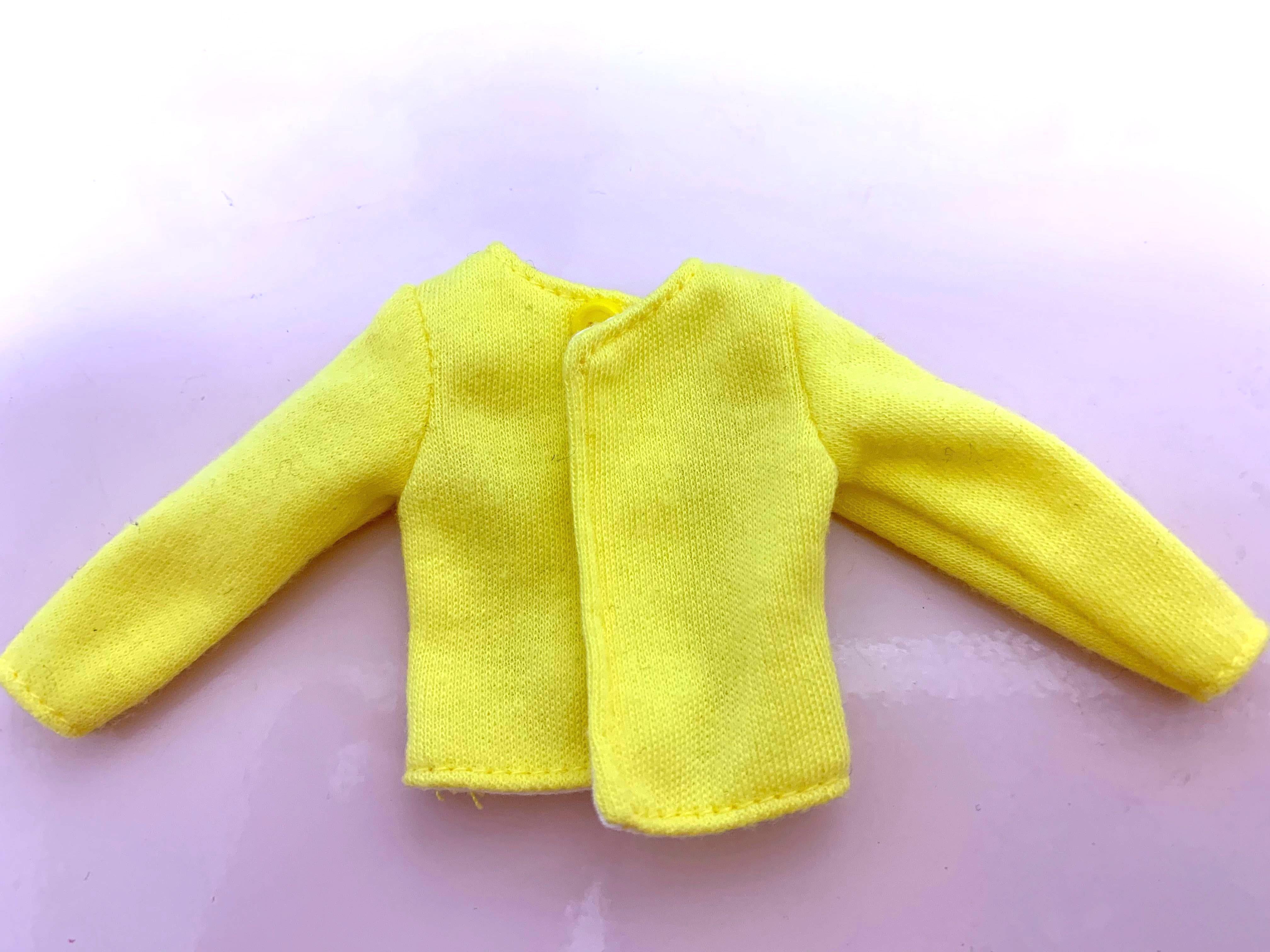 黄色いカーディガン