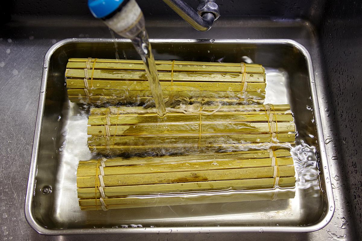 加熱が終了したら、すぐに水で冷やします