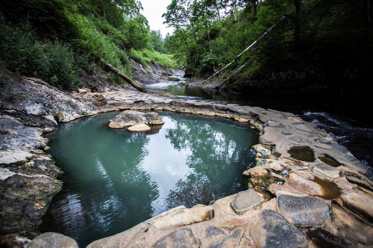 ソロキャンプでは温泉めぐりをしても楽しい