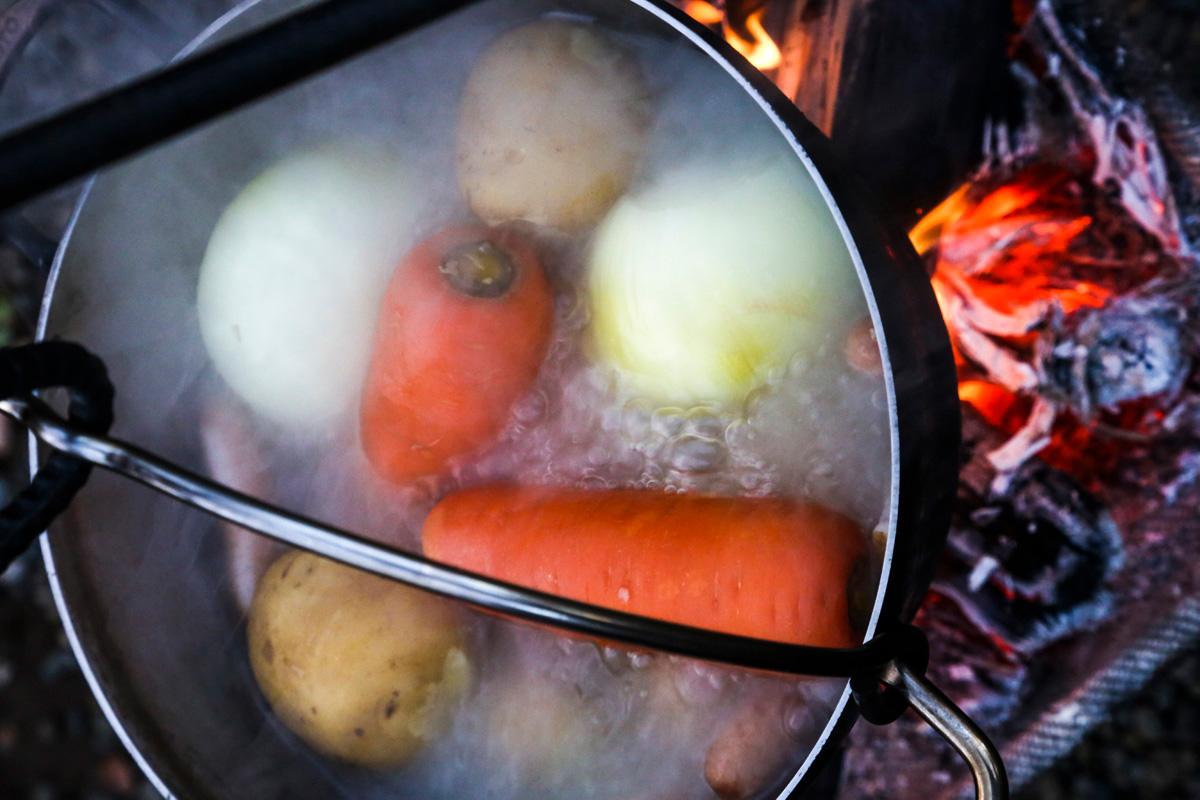 ダッチオーブンでの調理イメージ