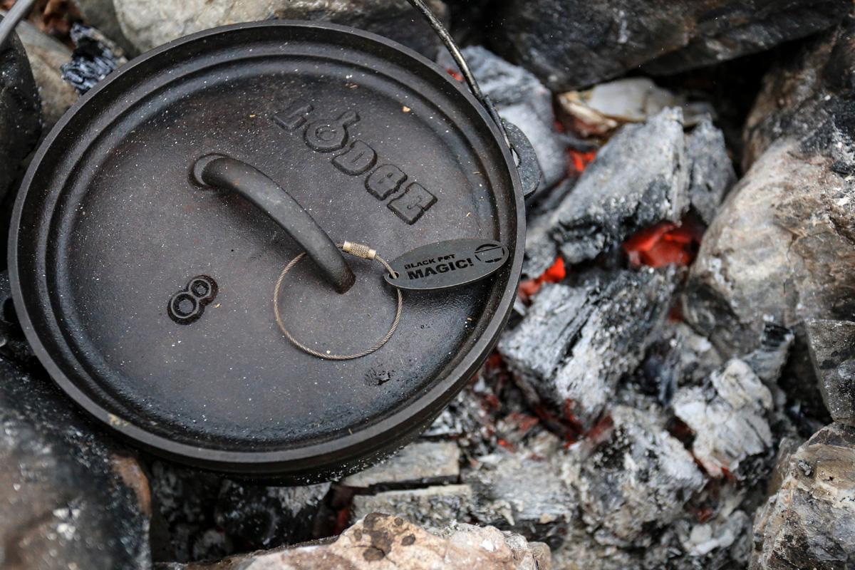 ダッチオーブンは鉄製とステンレス製に大きく分けられる