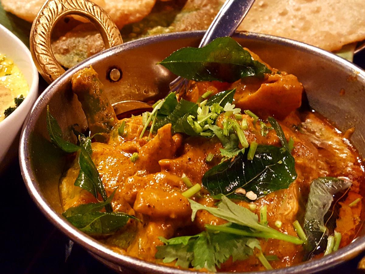 南インド料理に初めて挑戦するならチキンやマトンなど肉系のカレーから頼んでみよう