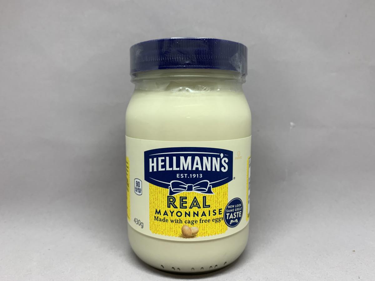 アメリカのリアルマヨネーズは酸味が少なく、かためのクリーム状なのが特徴的