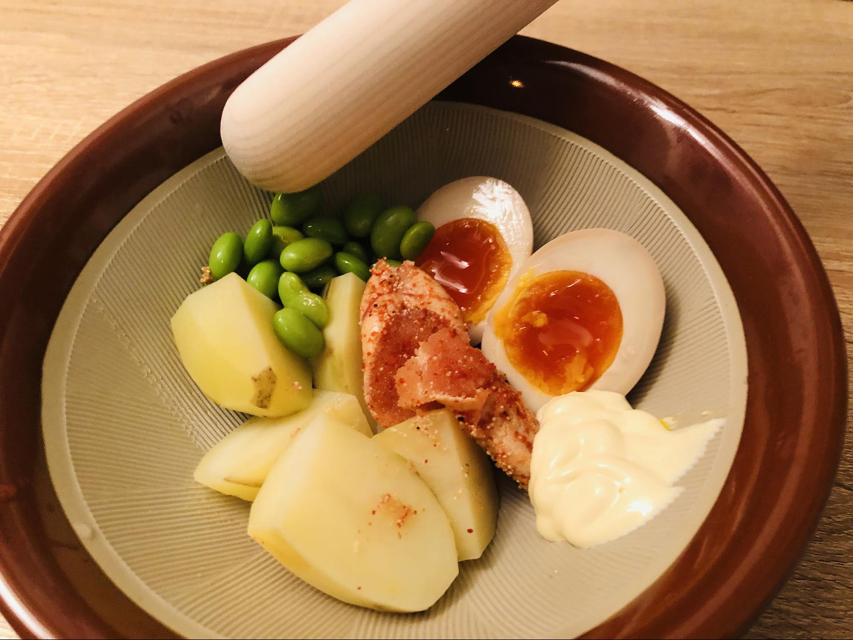 じゃがいも+マヨネーズ+味玉+枝豆+炙り明太子のポテサラ