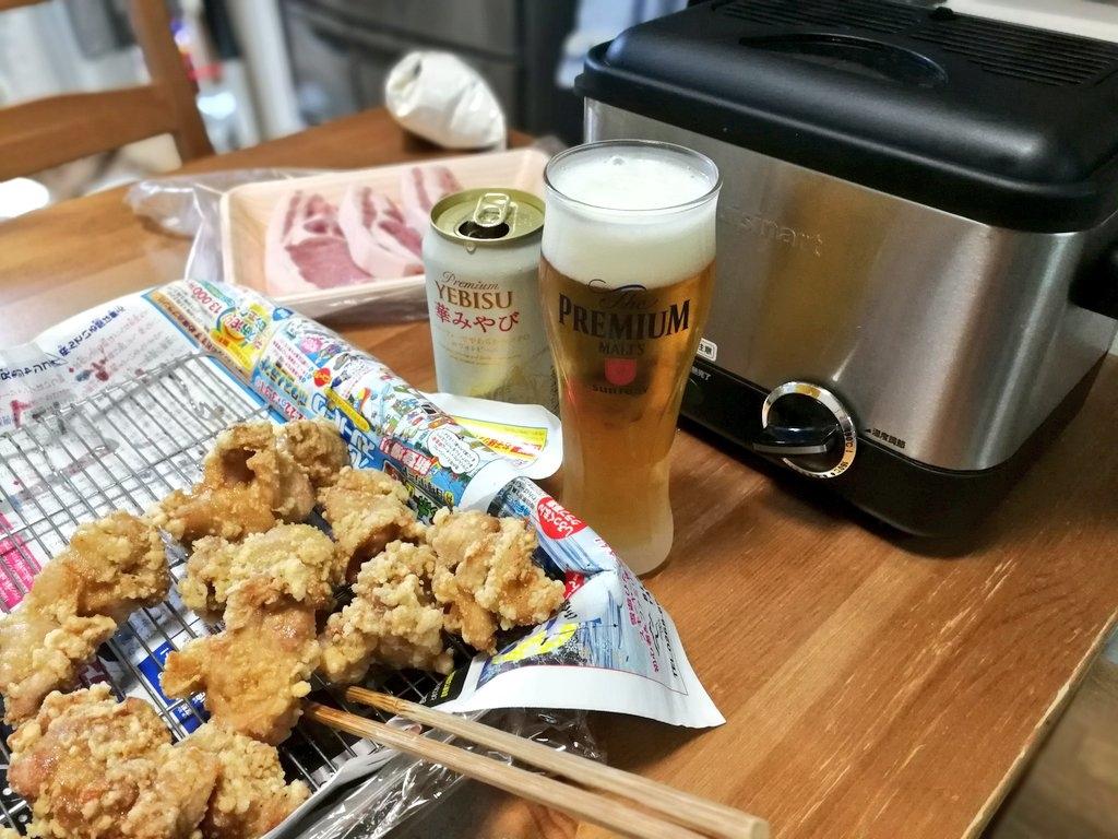 卓上で唐揚げを揚げながらビールを飲むのが最高