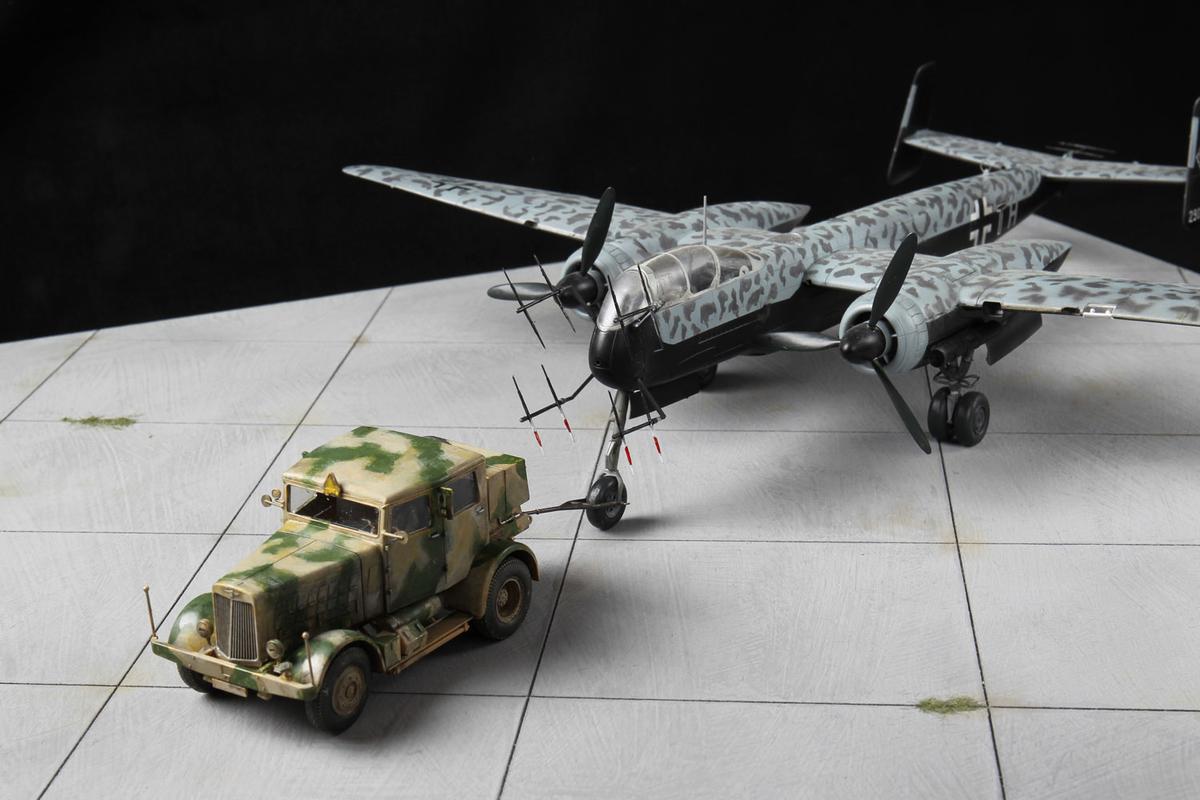 石坂浩二さんが作った、トラクターにけん引されているウーフーのプラモデル