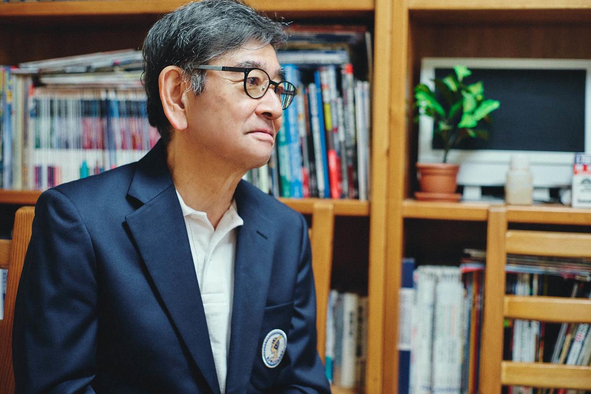「ろうがんず」部室にて、石坂浩二会長