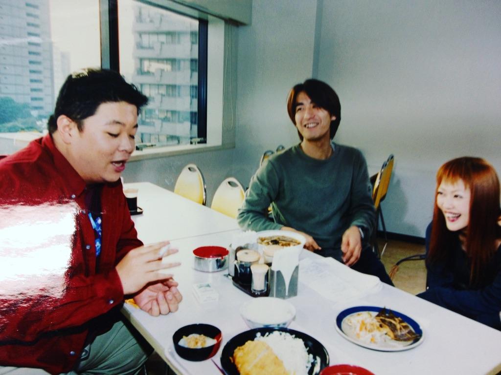 佐久間宣行さん入社3年目、番組で一緒になった伊集院光さんら出演者との写真
