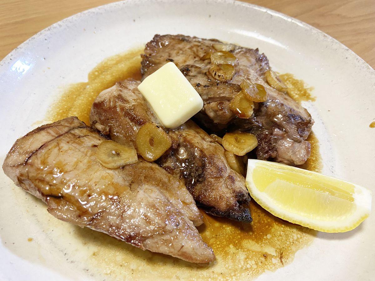 マグロの脳点とホホ肉はステーキにしました