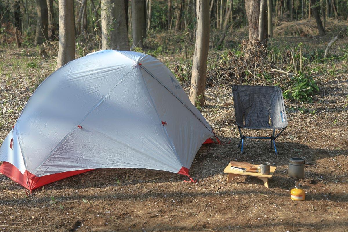 必要最低限の道具だけの簡素なソロキャン向けキャンプサイト