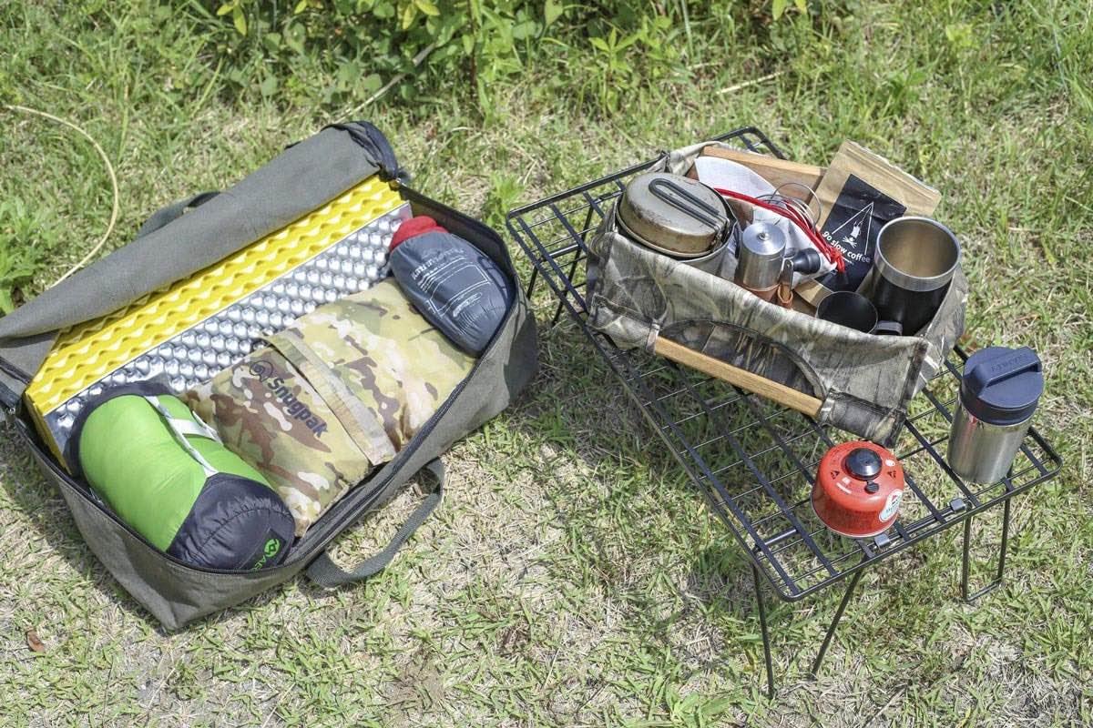 クルマでキャンプに行く際の道具収納術。使用シーンごとに収納バッグを分ける方法もある