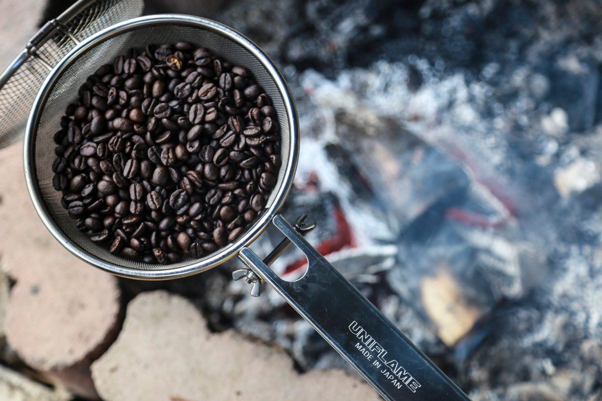 ソロキャンプの楽しみ方、コーヒー焙煎。じっくり向き合って淹れた一杯は至福