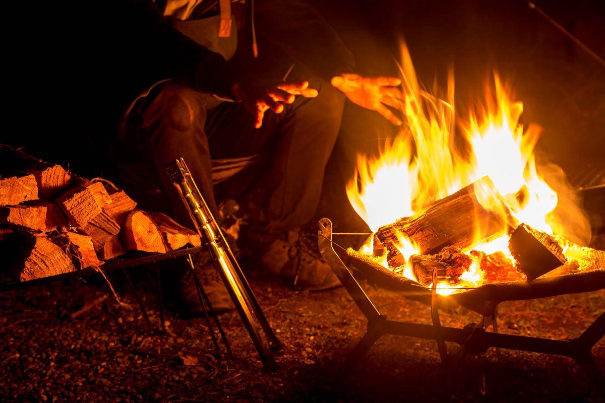 ソロキャンプの楽しみ方、焚き火