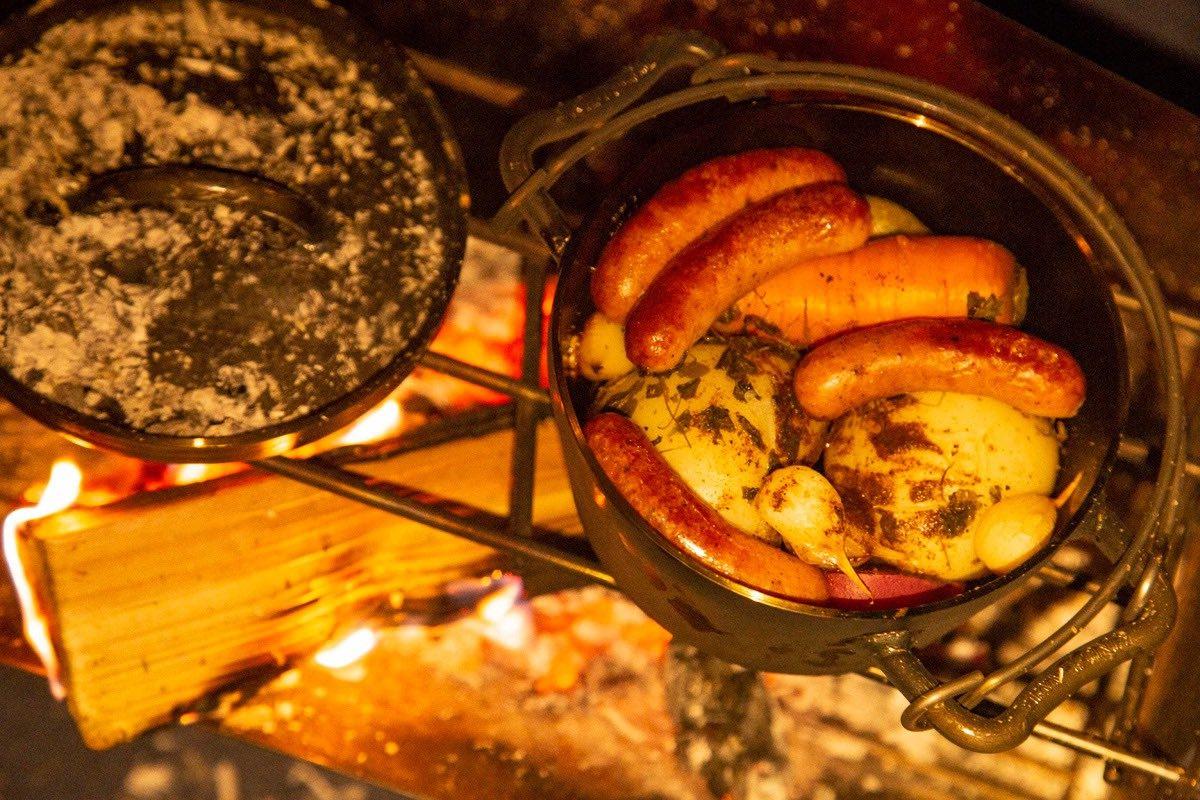 ダッチオーブンで作るローストチキン(ソーセージ)
