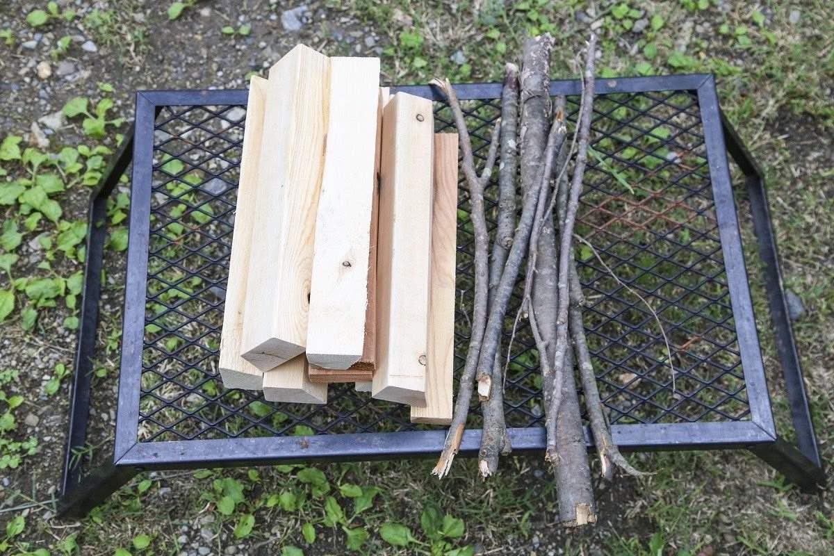 焚き火の薪には種類がある