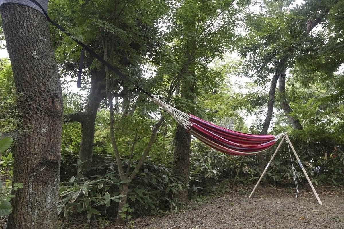 ワイルドな外遊び用のキャンプ道具。ハンモック