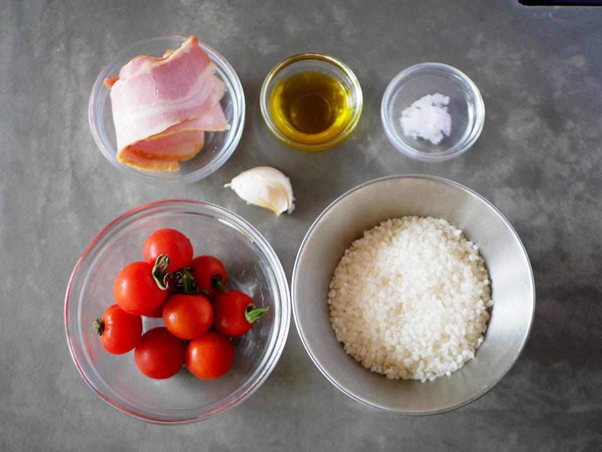 夏野菜を入れた「プチトマトとベーコンのリゾット」材料