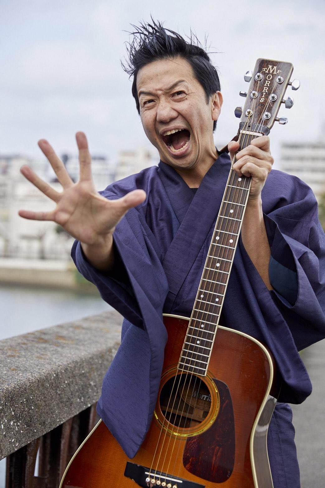 波田陽区さんのギター侍の写真