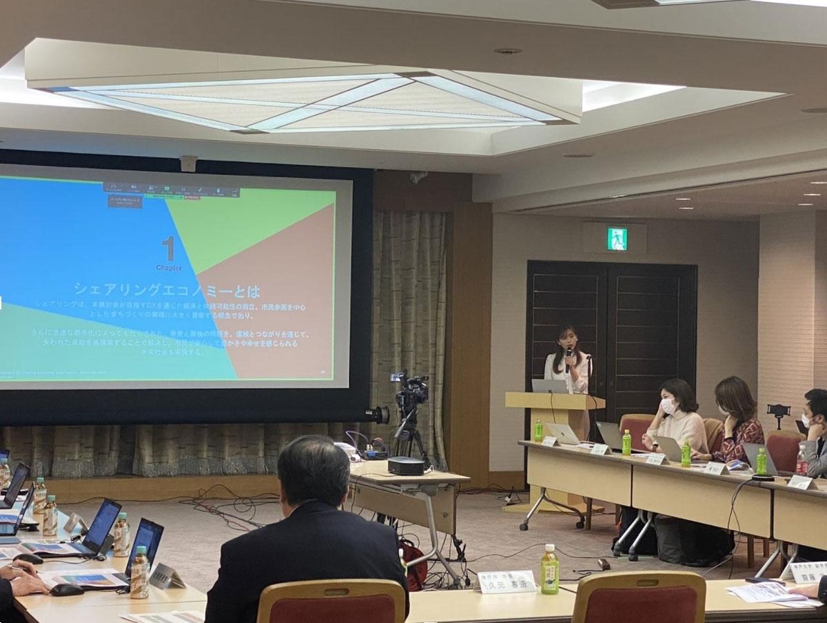 行政の仕事も多数務めている、シェアリングエコノミー専門家の石山アンジュさん。自分の強みを自覚してから、背伸びせず等身大の自分でコミュニケーションしている