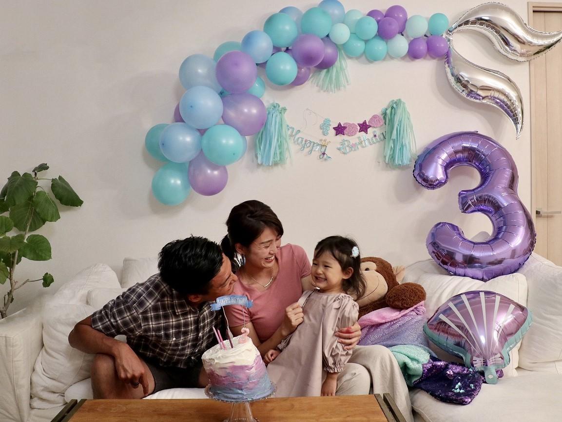 娘の誕生日を家族で祝う村上萌さん。大事にしたいタイミングを明確にして、優先順位を決めて予定を組んでいる
