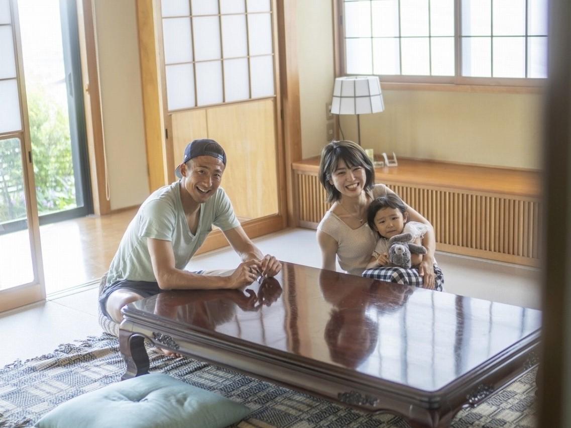 ライフスタイルプロデューサーで、ガルテン代表も務めている村上萌さんとご家族。プロサッカー選手の夫に合わせ、東京と地方の二拠点生活を送っている