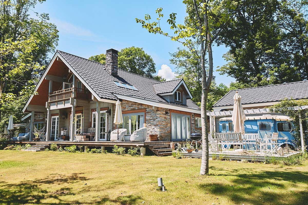 マンガ家・新條まゆさんが軽井沢に建てた家