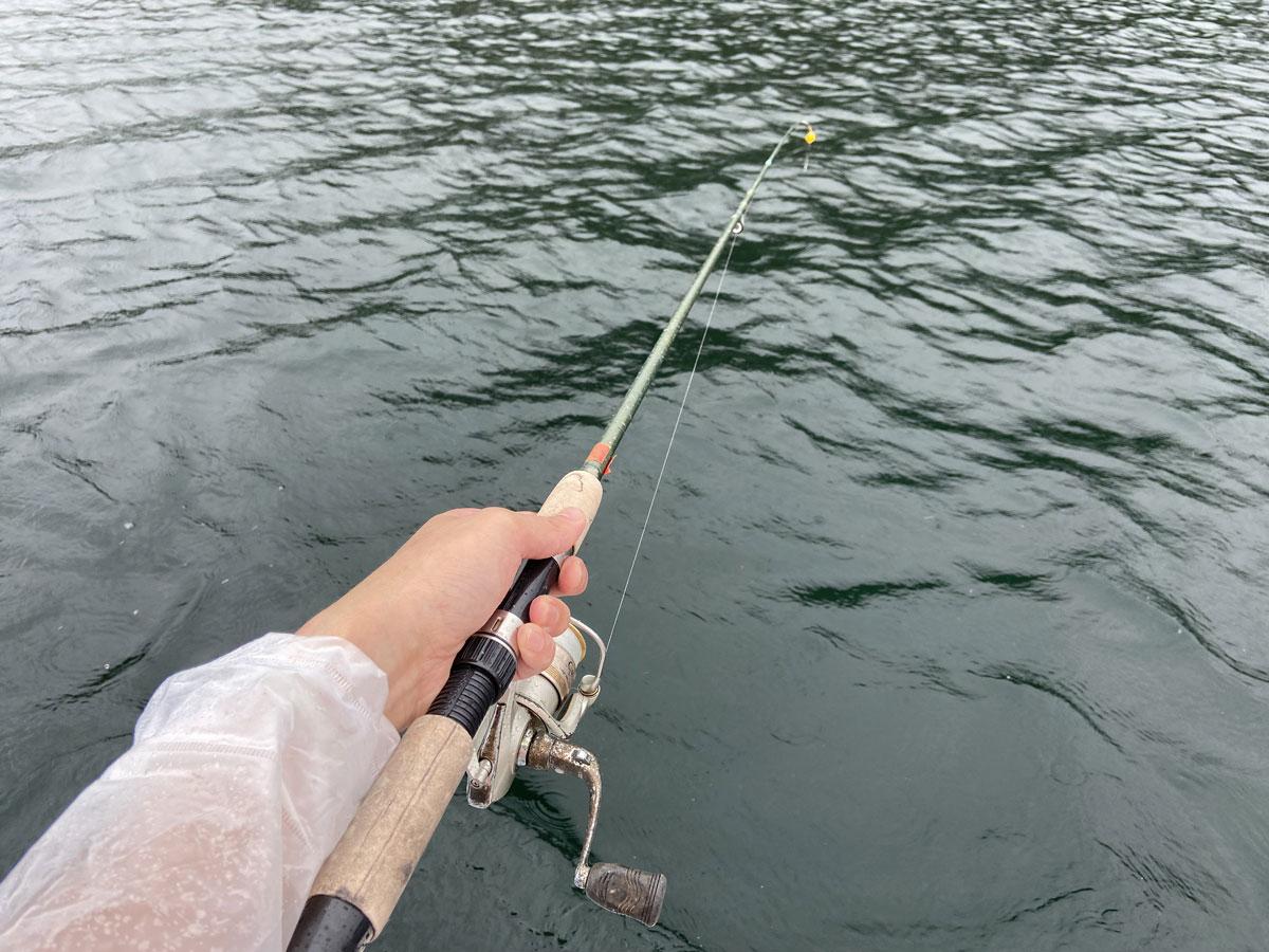 期待に胸膨らませながらワカサギ釣りを始めるも……全く釣れない