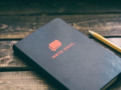 ノート ペン 木の机