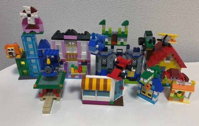 レゴ クラシック アイデアパーツ 建物セット 10703 で3歳の娘と遊んでみたよ。