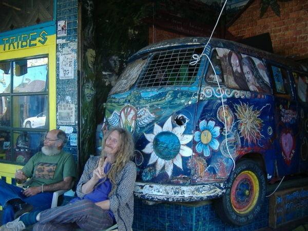 オーストラリアのヒッピーの街ニンビンの住人