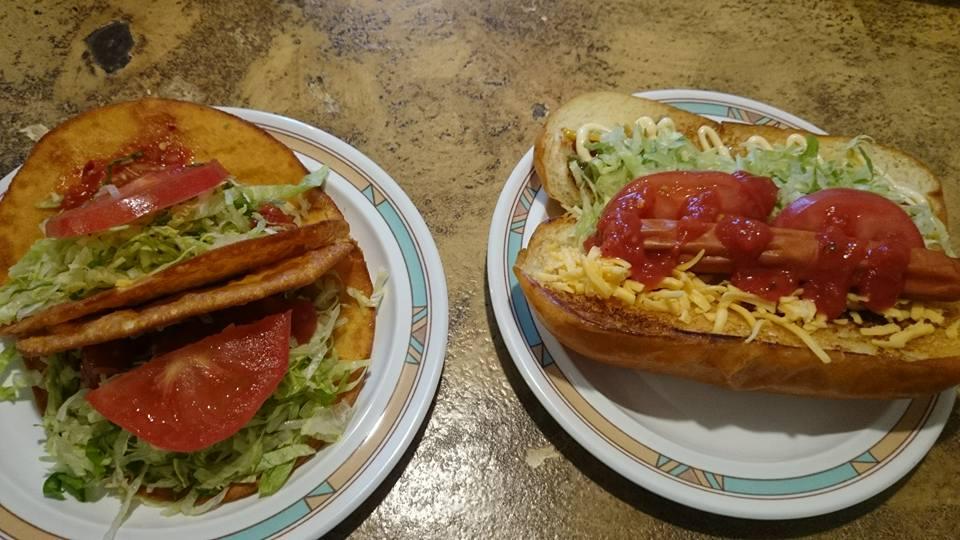 TACOS屋のタコスとホットドッグ