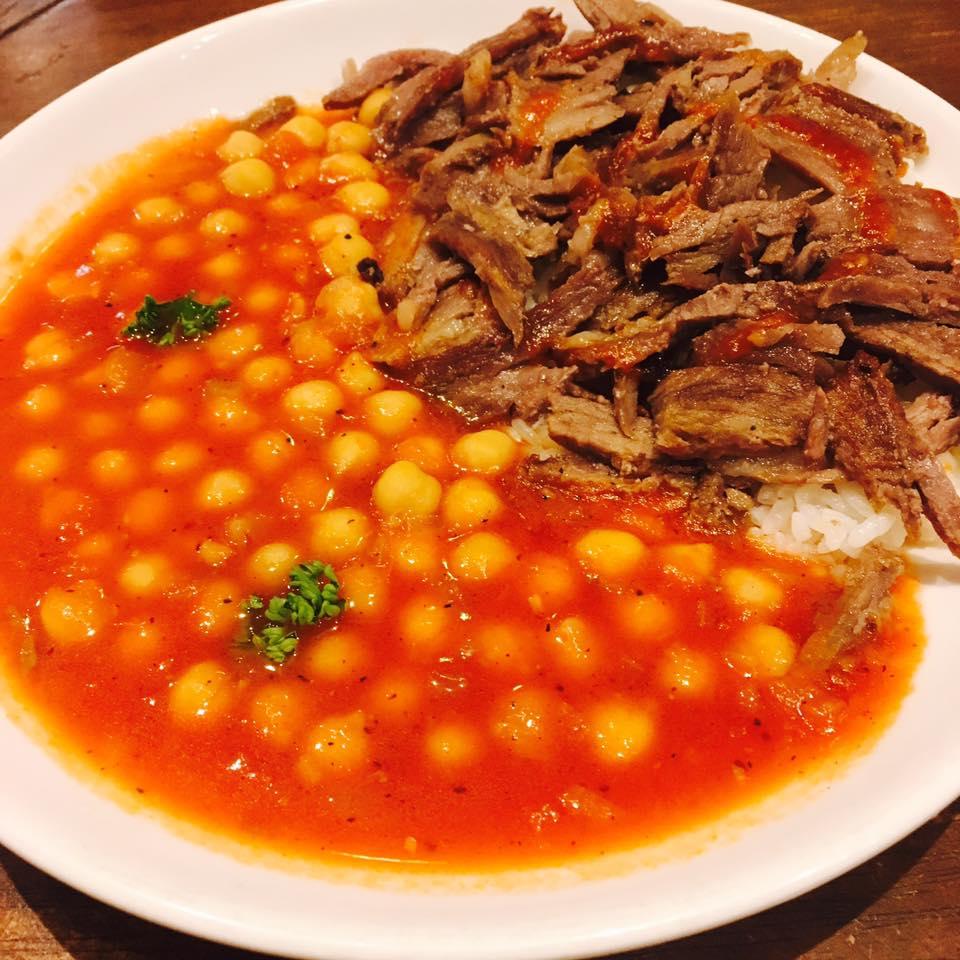 ケレベッキ:ドネルケバブライスとひよこ豆のトマト煮込み