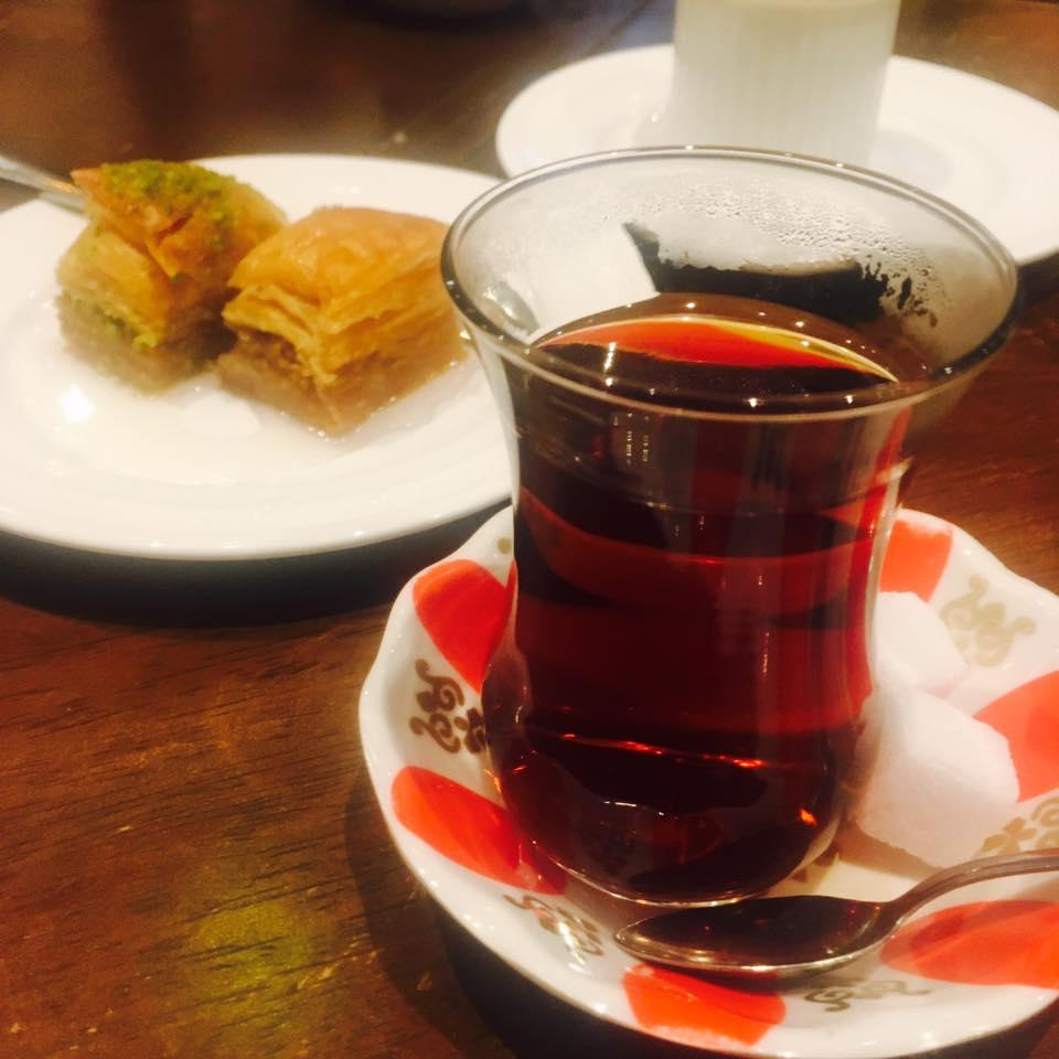 ケレベッキ:トルコ紅茶とめっちゃ甘いお菓子