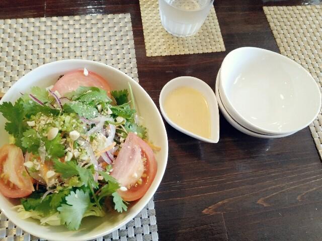 パーラーポジポジのパクチーサラダ