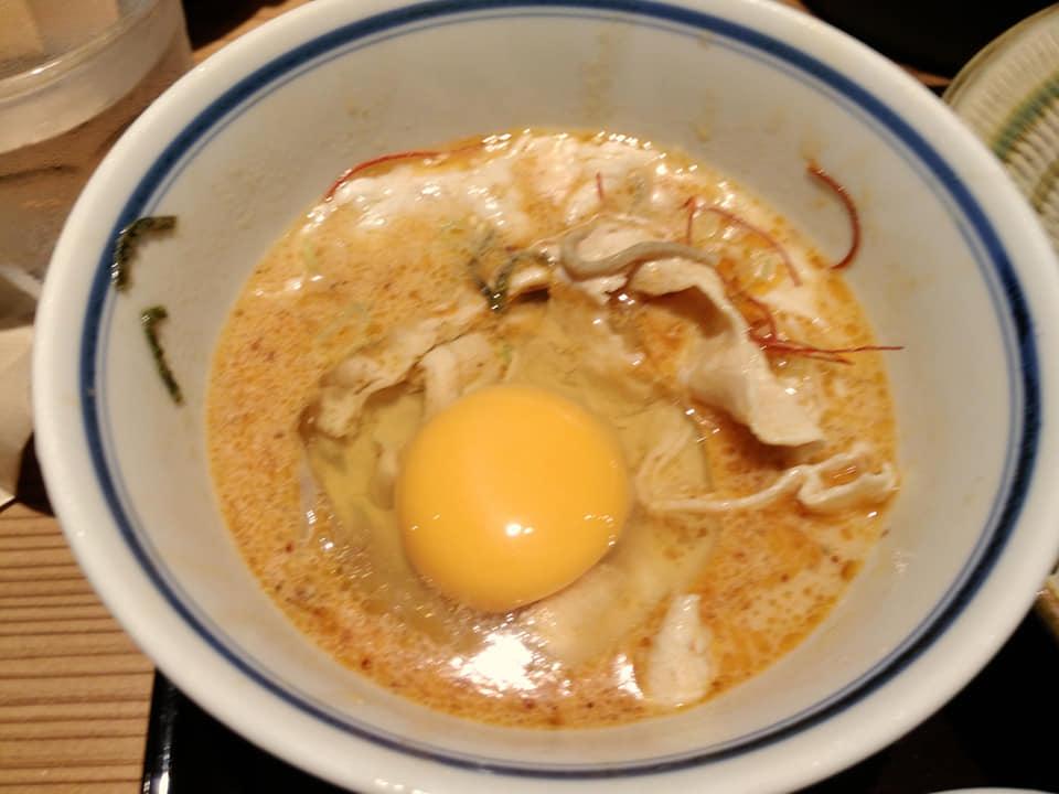 安土 那覇泉崎店:ごましゃぶに生卵投入