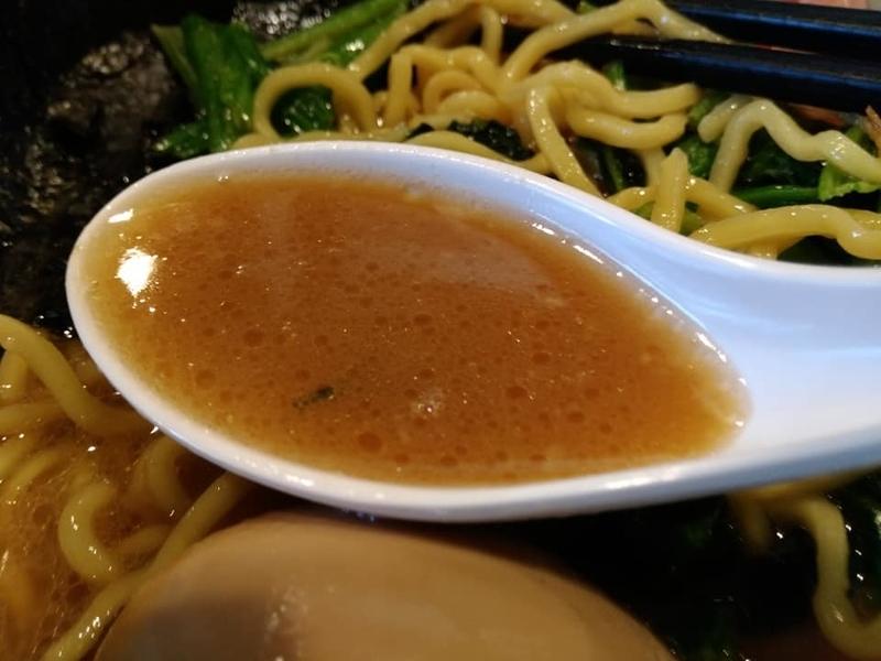 麺処 みな家:豚骨醤油らーめんのスープ