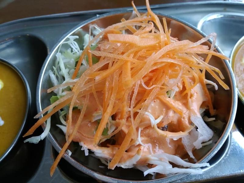 カスタマンダップ:セットのサラダ