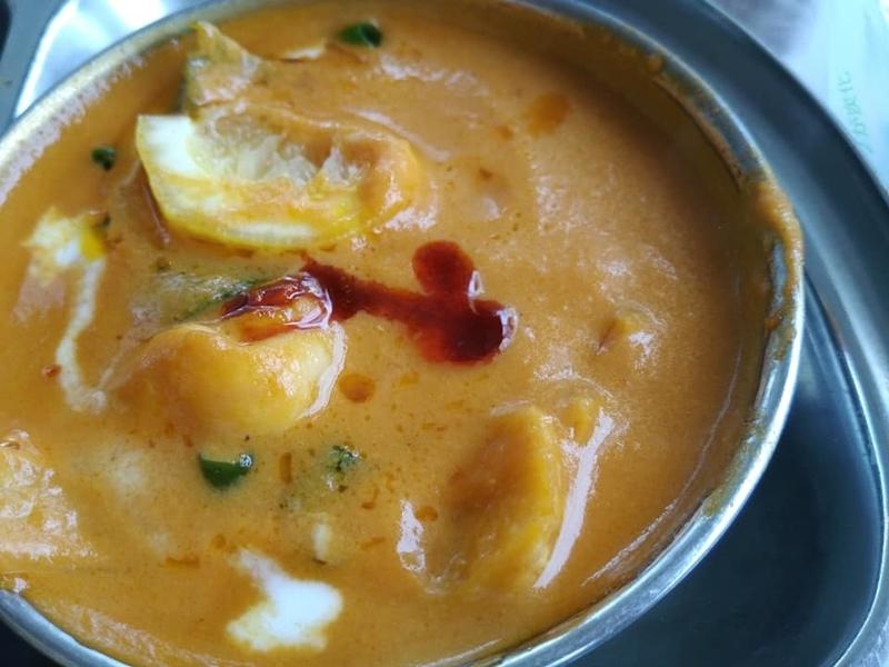 カスタマンダップ:エビチャチナツに辛いのをかける
