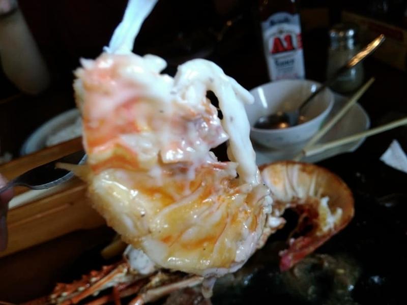 名護市 ふりっぱー:イセエビ実食