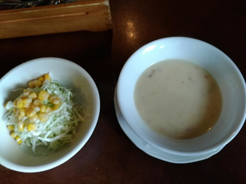 名護市 ふりっぱー:セットのサラダ&スープ